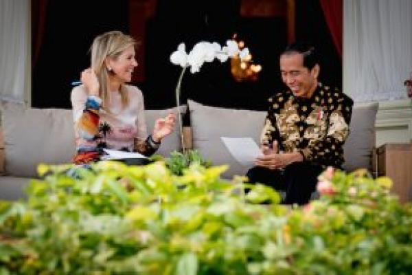 The UNSGSA visit to Indonesia in August 2016 has helped spark renewed activity to expand financial services to excluded populations. During their meeting, President Widodo signed the country's financial inclusion strategy, an important step towards building a comprehensive set of solutions for Indonesia.